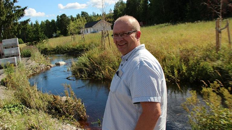 Tomas Rosén, platschef på Karl Hedin i Söderhamn, hoppas nu att kommunen ser till att åtgärda Styvjebäcken.