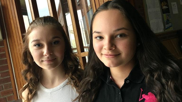 Isabelle Stenbäck och Iniz Thorsell på Solängsskolan.