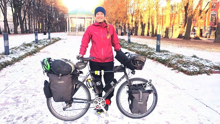 Fredrika Ek har cyklat jorden runt under tre år och stannade till i Gävle på väg hem till Sundsvall.