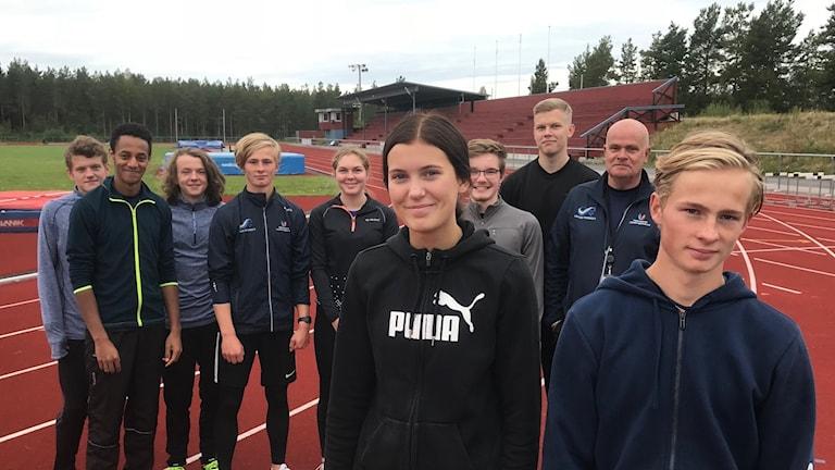 Conny Eklund (längst till höger), här med elever som gick på på friidrottsgymnasiet i Söderhamn 2018.