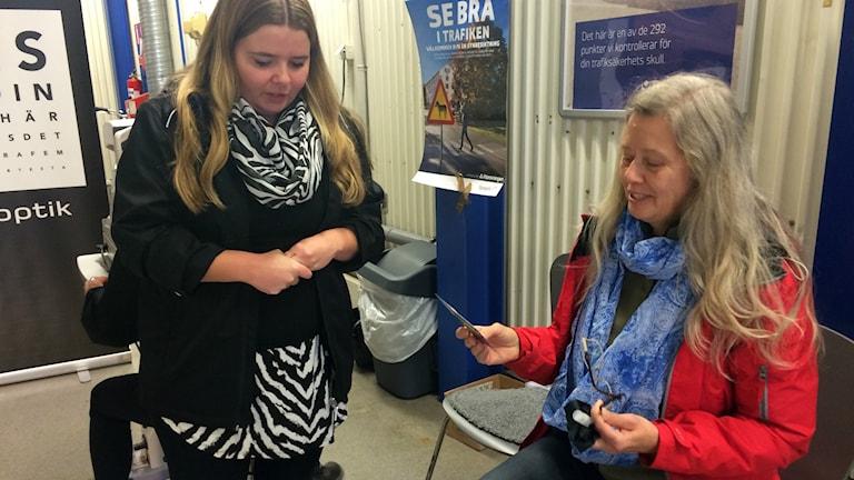 Kerstin Öhlund har fått sitt resultat på syntestet. Foto: Carolina Grönberg/Sveriges Radio