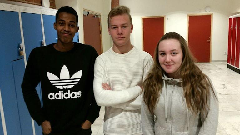 Abbe Ali, Albin Hultgren och Julia Ehn är alla elever på Alirskolan i Bollnäs, där eleverna vill ha fler duschar och bås i Sporthallen.