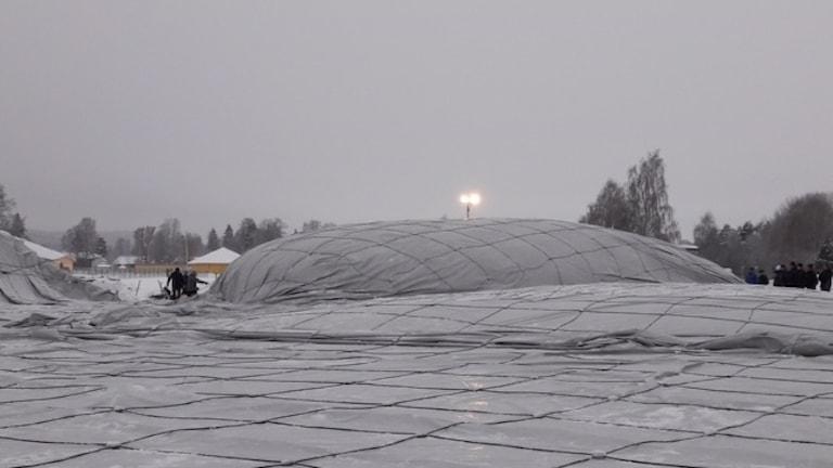 Försök att resa fotbollshallen i Ljusdal.